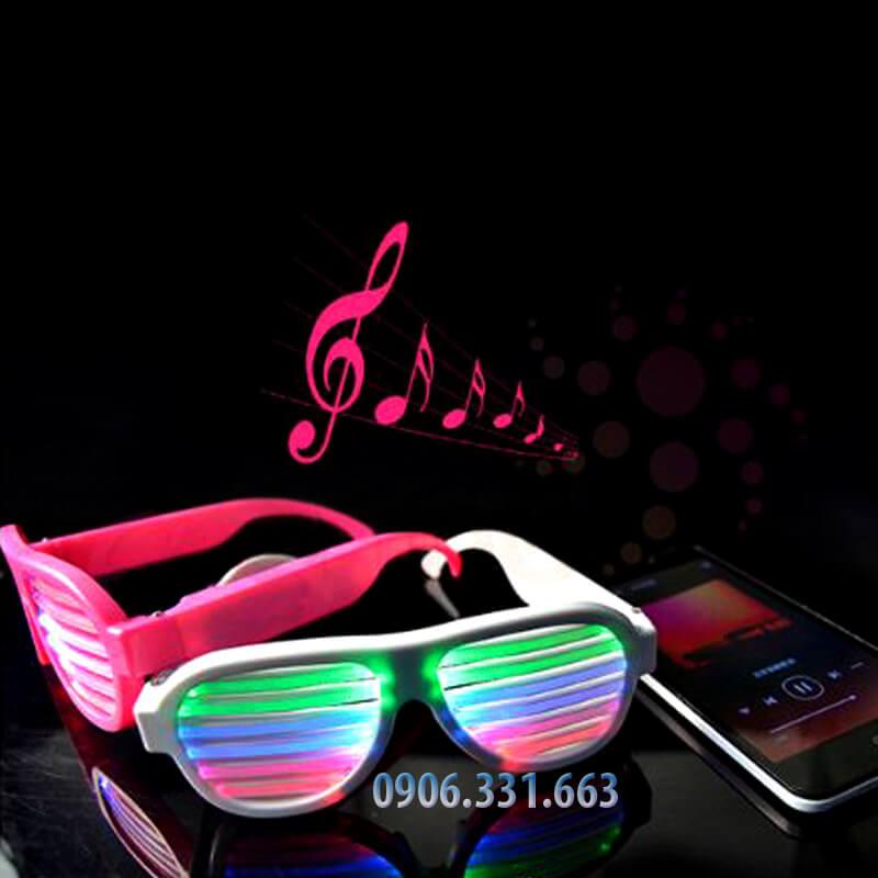 kính led cảm ứng nhạc