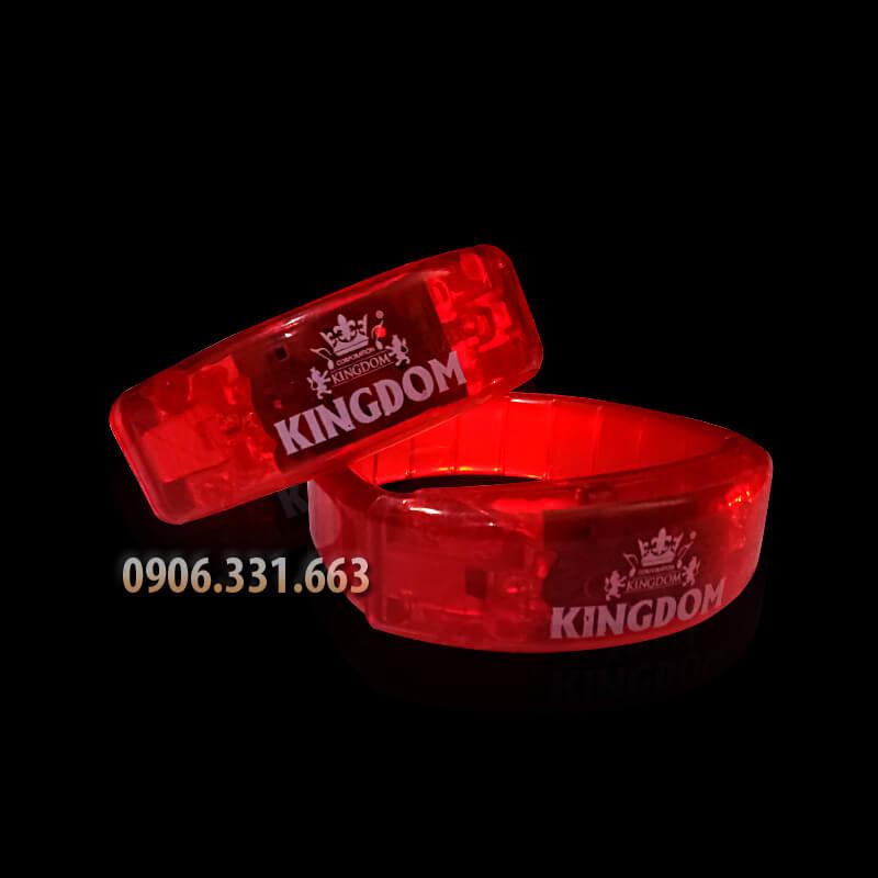 vòng đeo tay phát sáng màu đỏ
