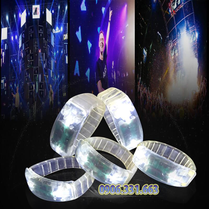 vòng đeo tay phát sáng màu trắng