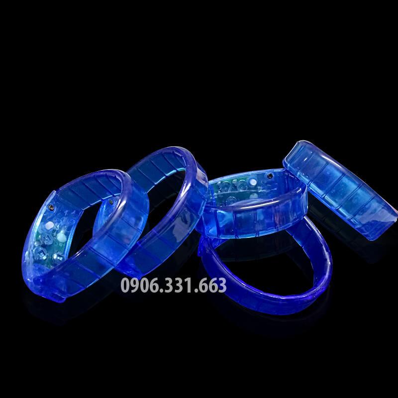 Vòng đeo tay phát sáng xanh dương